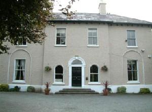 Áras Chrónáin, Irish Cultural Centre